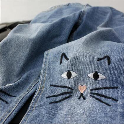 Cat Embroidered High Waisted Mom Je..