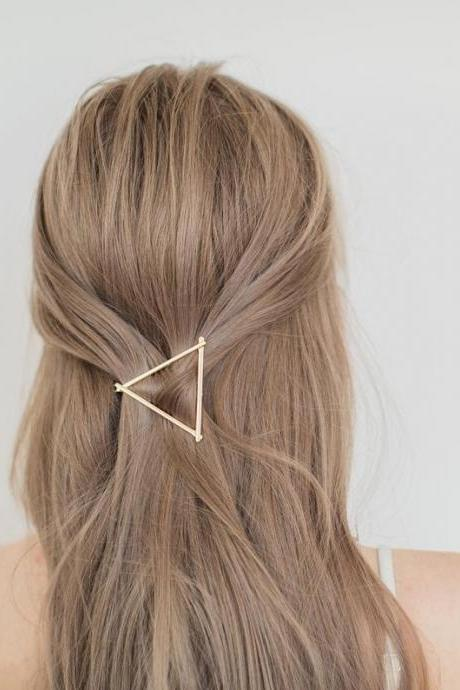 Gold triangle hair clip, Metal Clip, Minimalist Hair Clip, Minimalist Hair Accessory, Geometric Hair Clip, Hair Barrette, Stylish Hair Clip