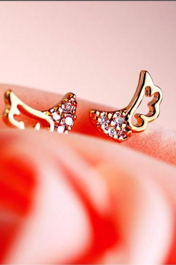 Exquisite flash diamond hollow out angel wings earring