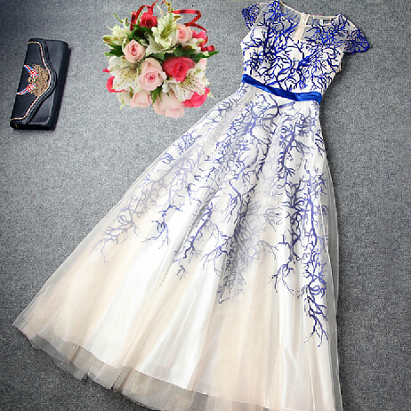 Slim Embroidered Short-sleeved Dress